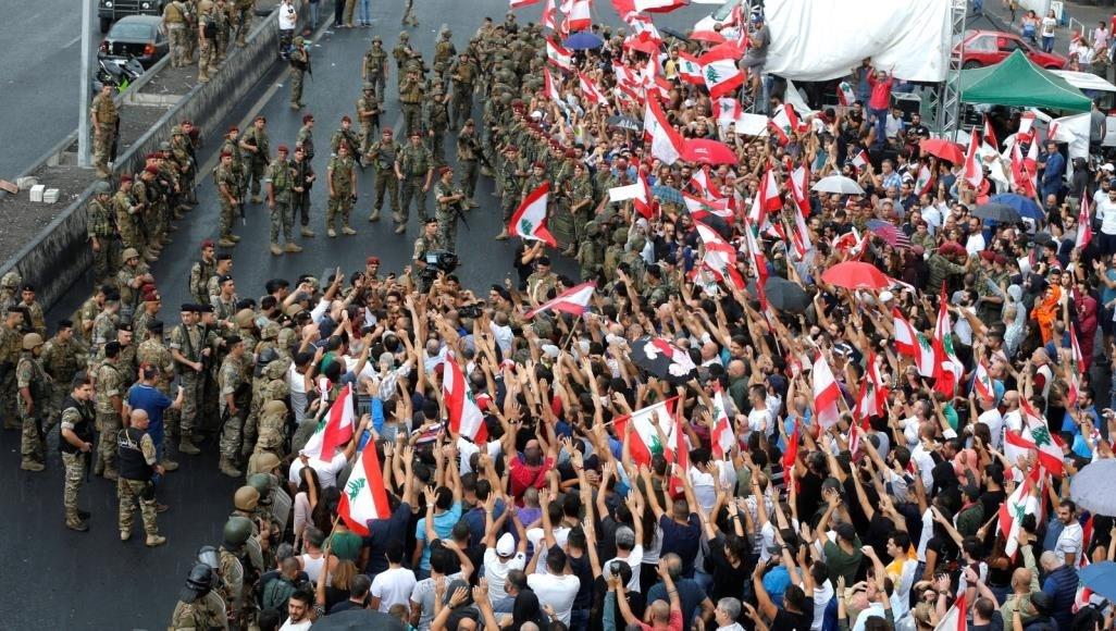 الإدمان على الإثارة والأزمات.. لبنان ما بعد إدلب