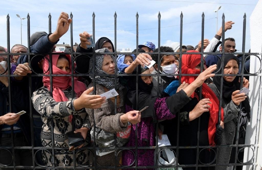 """الحجر الصحي الشامل يهدد تونس بـ """"ثورة جياع"""""""