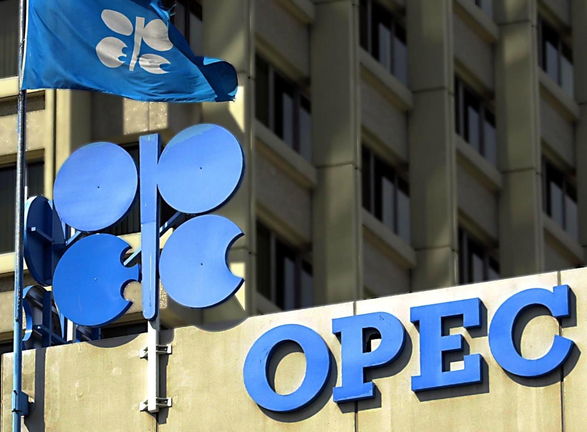 """الكرملين: موسكو تتعاون لاستقرار سوق النفط وبوتين يشيد بوثيقة """"أوبك+"""""""