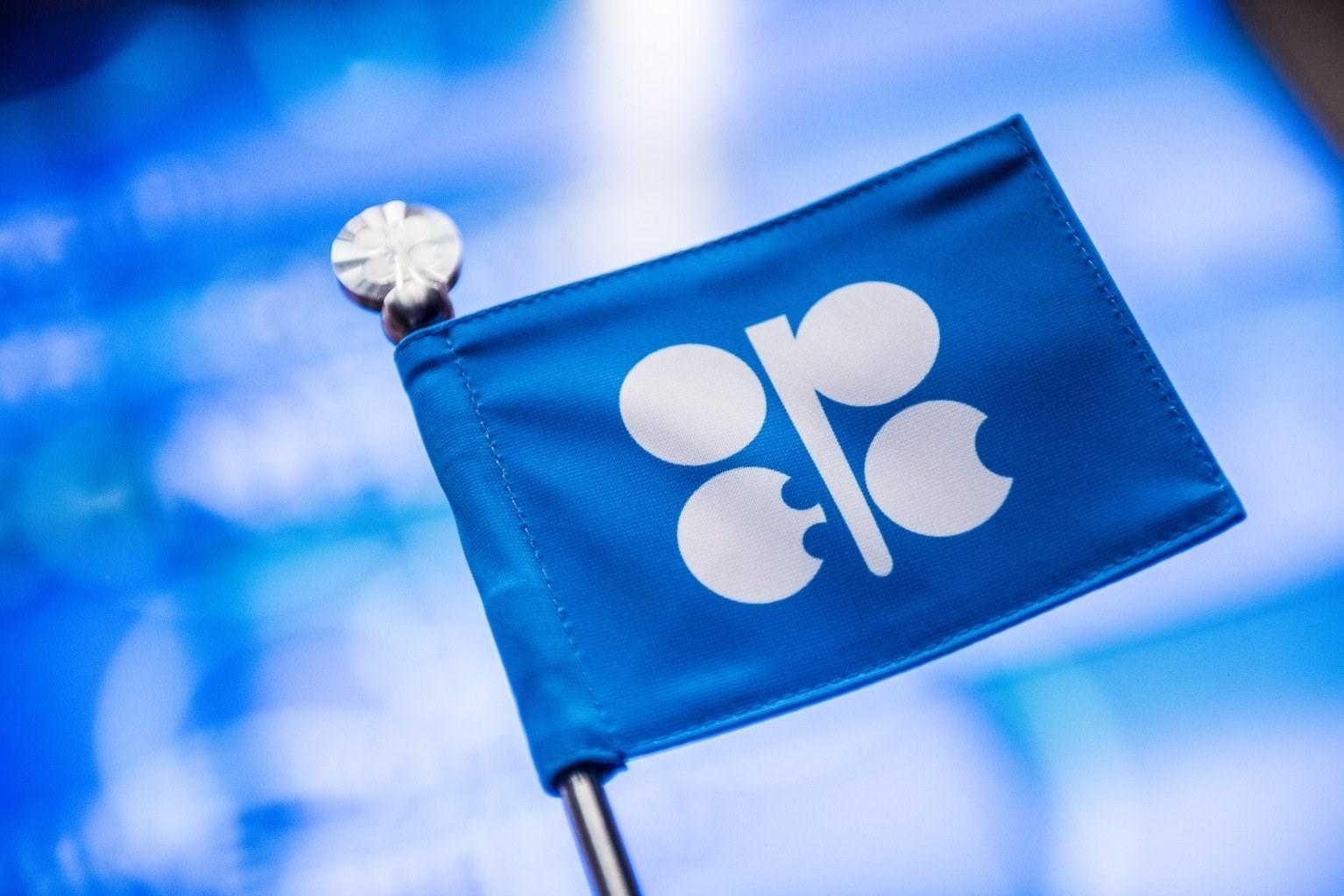 """""""أوبك+"""" تتفق على خفض إنتاج النفط بـ 9.7 مليون برميل يومياً خلال الشهرين المقبلين"""