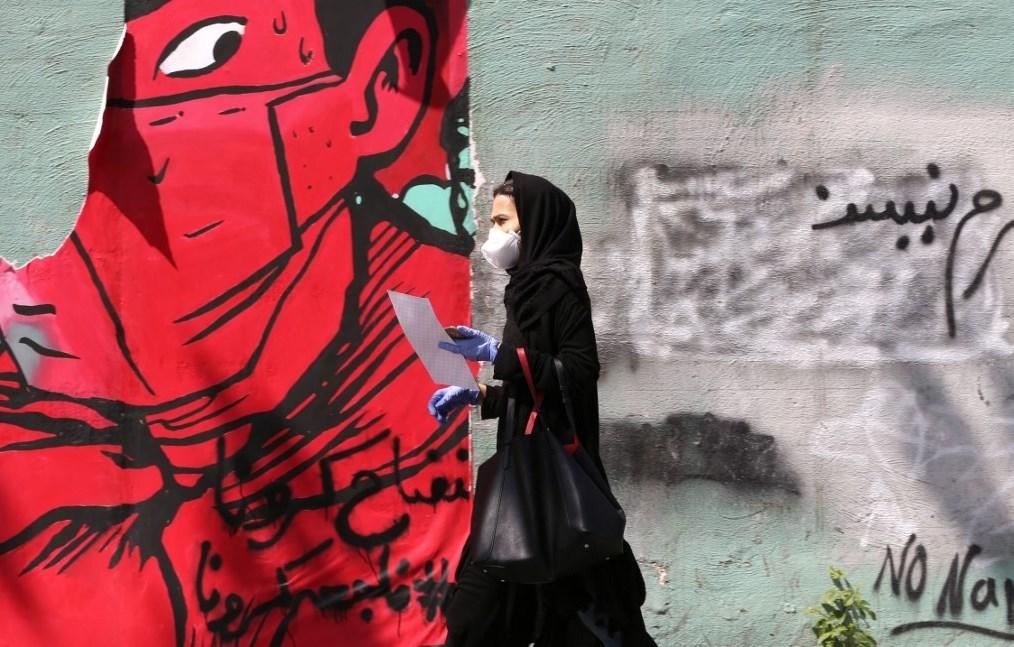 للمرة الأولى.. إيران تسجّل انخفاضاً في عدد وفيات كورونا