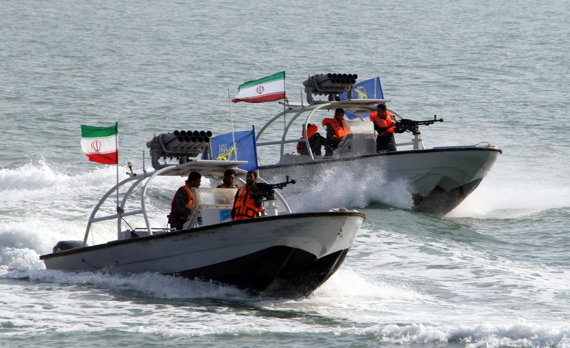 """الجيش الأميركي: زوارق إيرانية قامت """"بمضايقة خطيرة"""" لسفننا"""