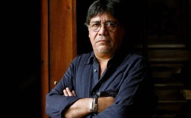"""""""كورونا"""" يقتل الروائي لويس سيبولفيدا"""