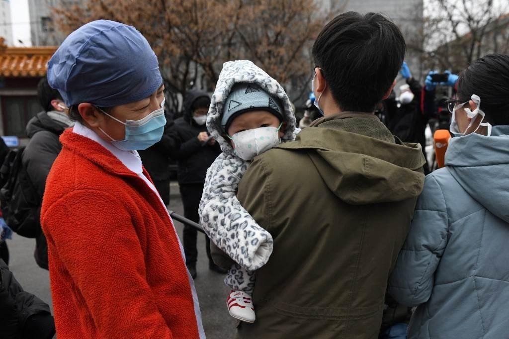 فيديو: أطفال صغار لا يعرفون أمهاتهم العائدات من محاربة كورونا في الصين