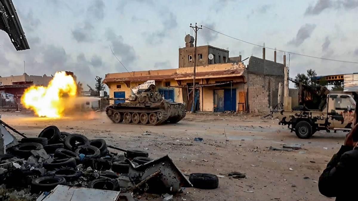"""لماذا مالت الكفة إلى محور """"السرّاج– تركيا"""" في ليبيا؟"""