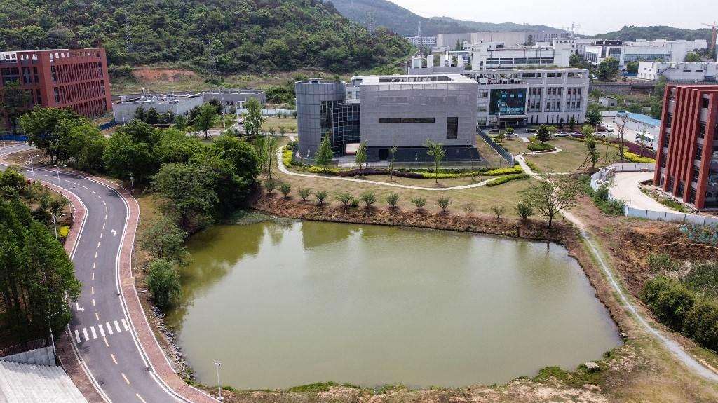 معهد علم الفيروسات في ووهان ينفي مسؤوليته عن انتشار كورونا