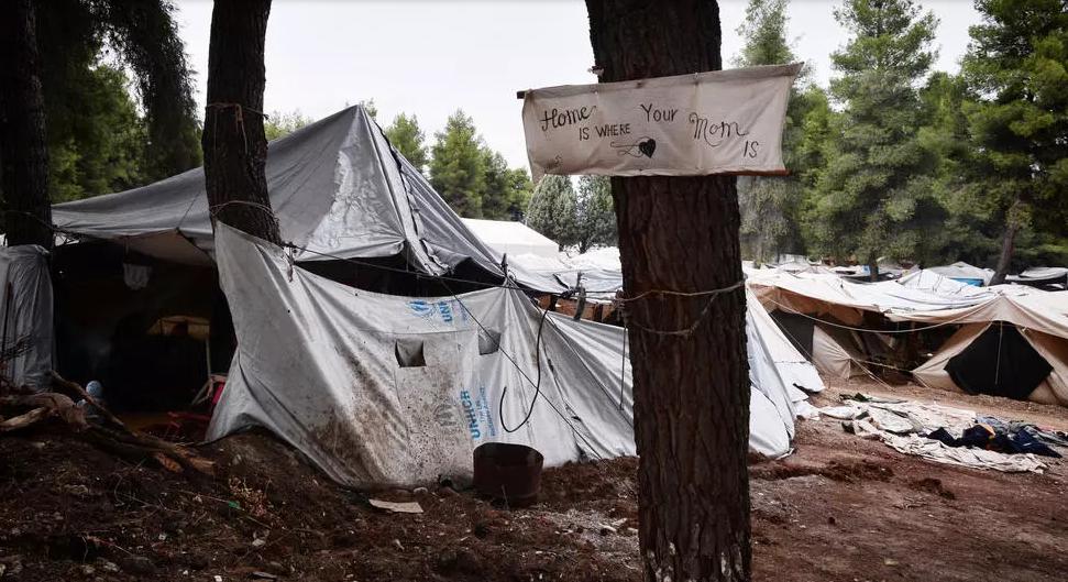 أضرار جسيمة جراء حريق نشب في مخيم للمهاجرين في اليونان