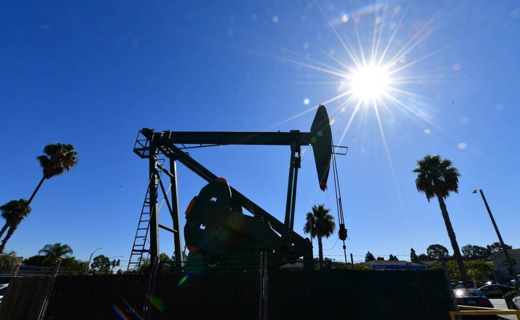 """انهيارٌ تاريخيٌ في """"النفط الأميركي"""".. ما السبب؟ وماذا عن المستقبل؟"""