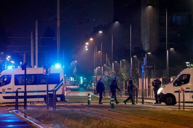 فرنسا: اضطرابات لليوم الرابع على التوالي في بعض ضواحي باريس