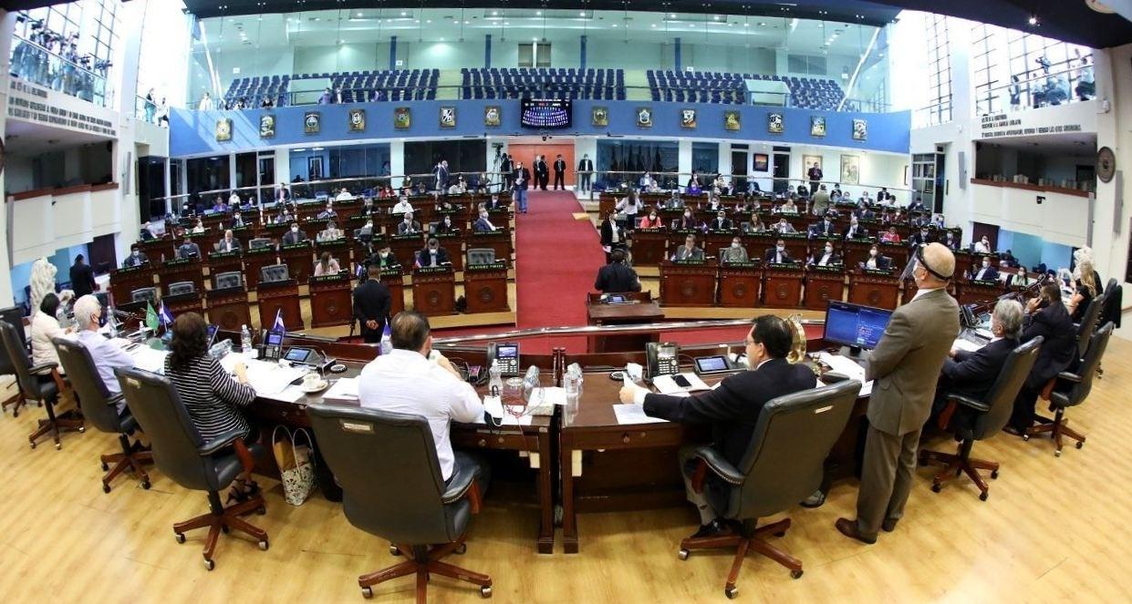 اجتماع البرلمان السلفادوري ينفضّ فجأة.. لماذا؟