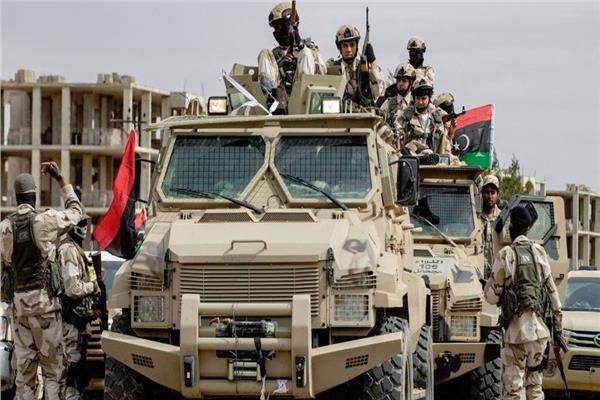 """الاشتباكات تتجدد بين قوات حفتر وقوات """"الوفاق"""" على طريق مطار العاصمة الليبية"""