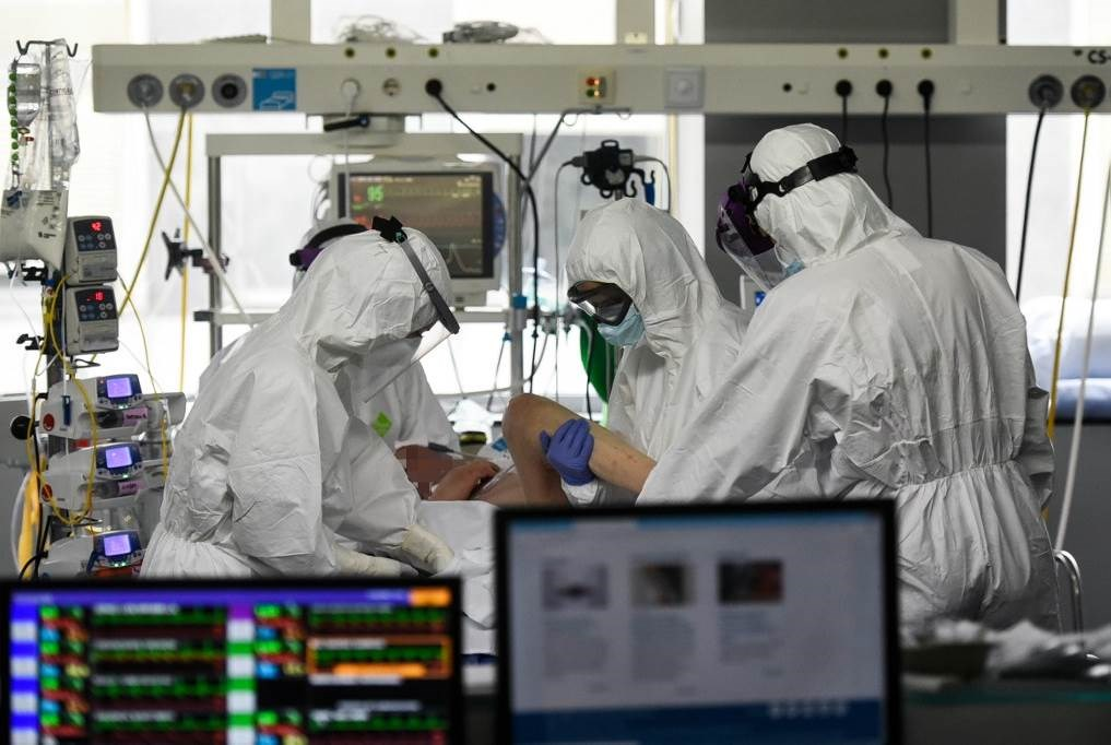 وباء كورونا يقتل أكثر من 200 ألف شخص في العالم