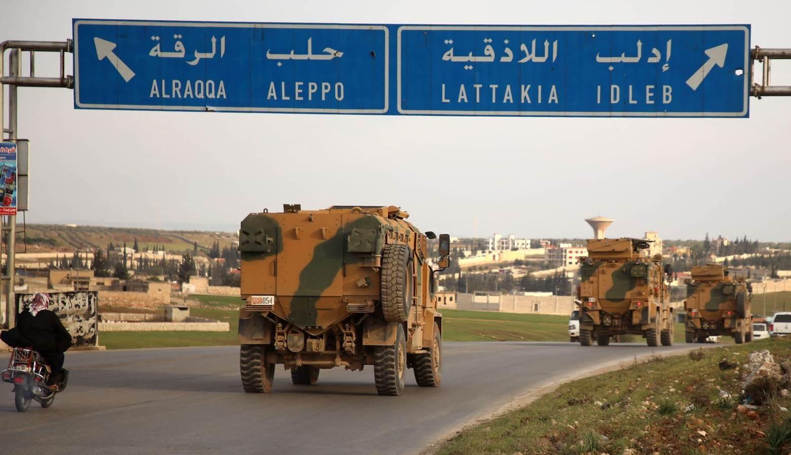 الجيش التركي يزيل بعض السواتر على الطريق الدولي M4