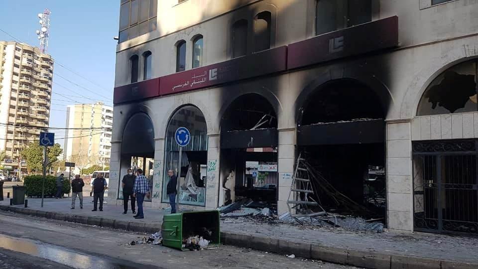 الحكومة اللبنانية تتجه لاتخاذ قرارات مهمة اليوم ووفاة شاب في مواجهات طرابلس