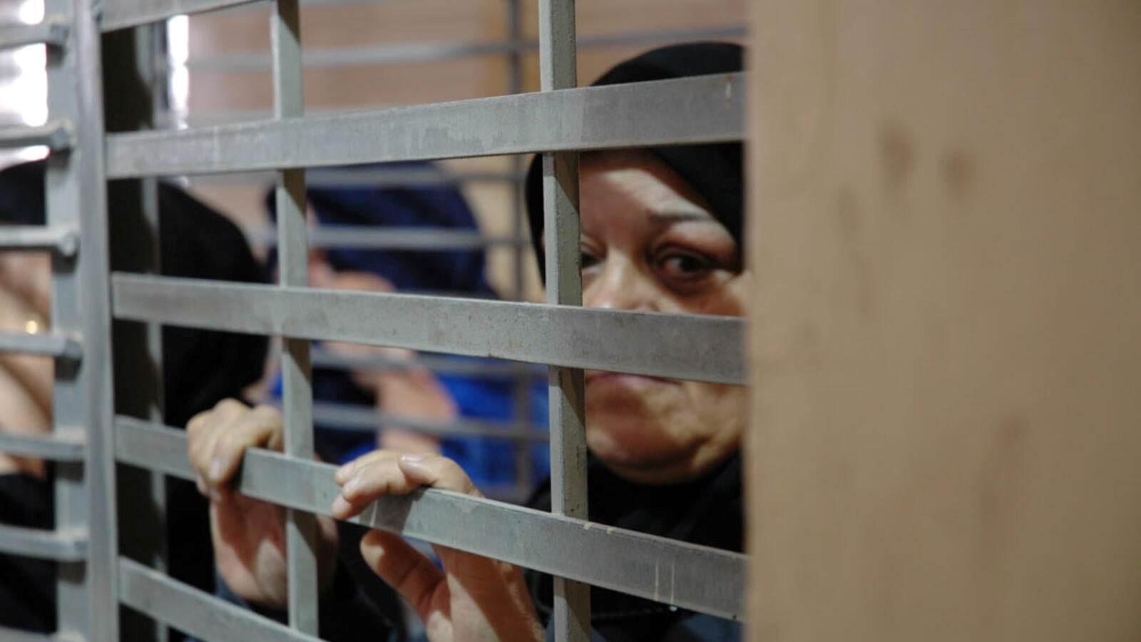 الاحتلال يمنع أسيرات فلسطينيات من الاتصال بعوائلهن
