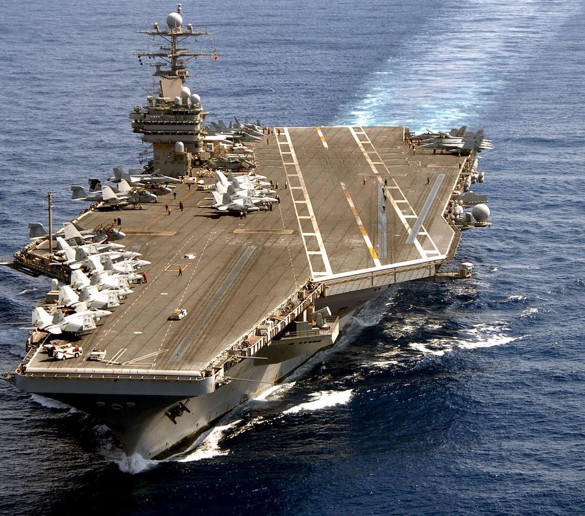 كيف انتقل فيروس كورونا إلى حاملة طائرات أميركية وسط المحيط؟!