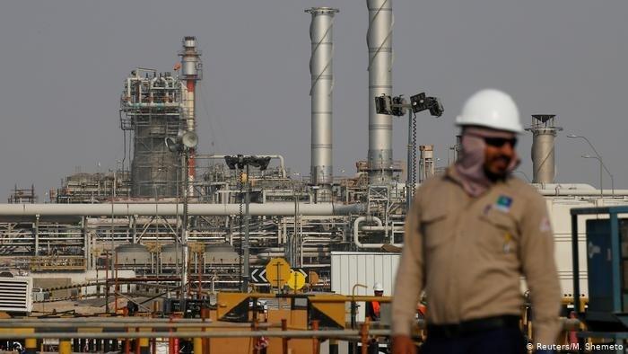أسعار النفط تسجّل تراجعاً بعد مكاسب الأمس