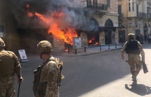 مواجهات في طرابلس...إحراق نقطة للجيش اللبناني وإصابة عسكريين