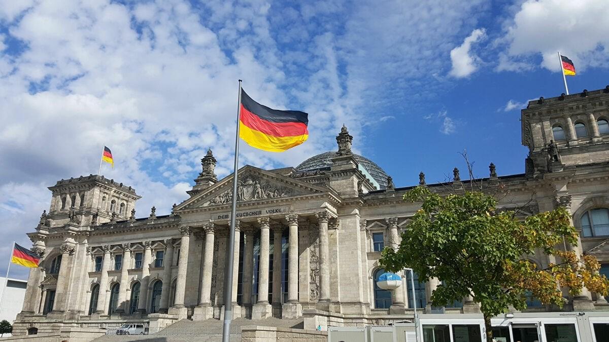 """وسط ترحيب إسرائيلي... برلين تفرض """"حظراً كاملاً"""" على أنشطة حزب الله"""