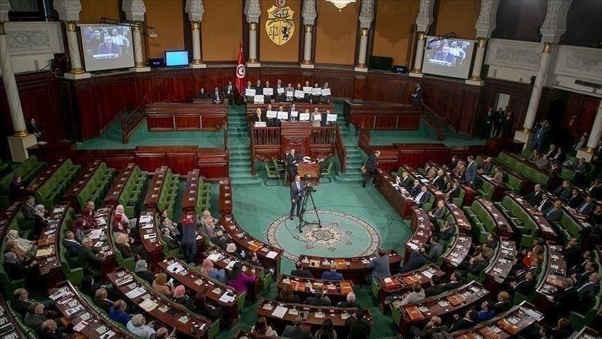 البرلمان التونسي يفوّض صلاحياته للحكومة لمواجهة كورونا