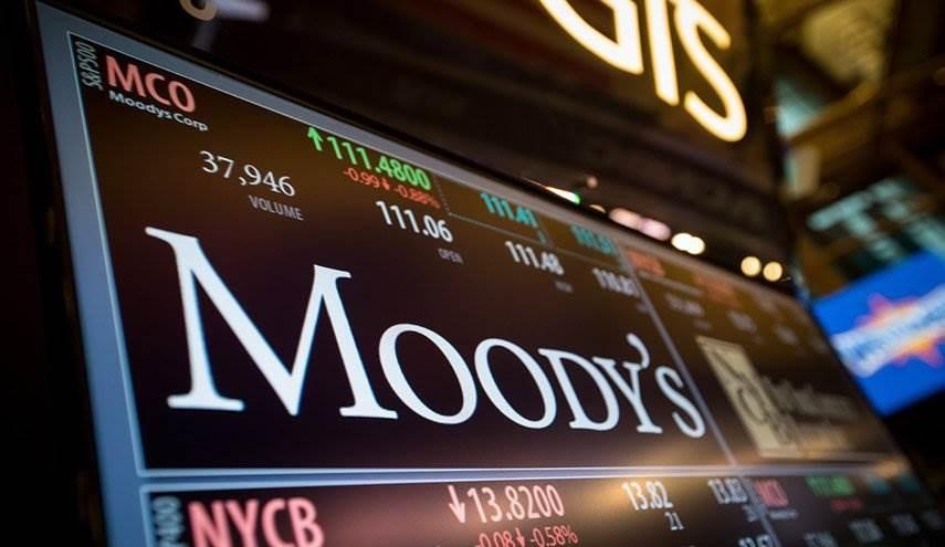 """""""موديز"""" تخفض تصنيف السعودية وتتوقع تبخر ثلث إيرادات الحكومة"""
