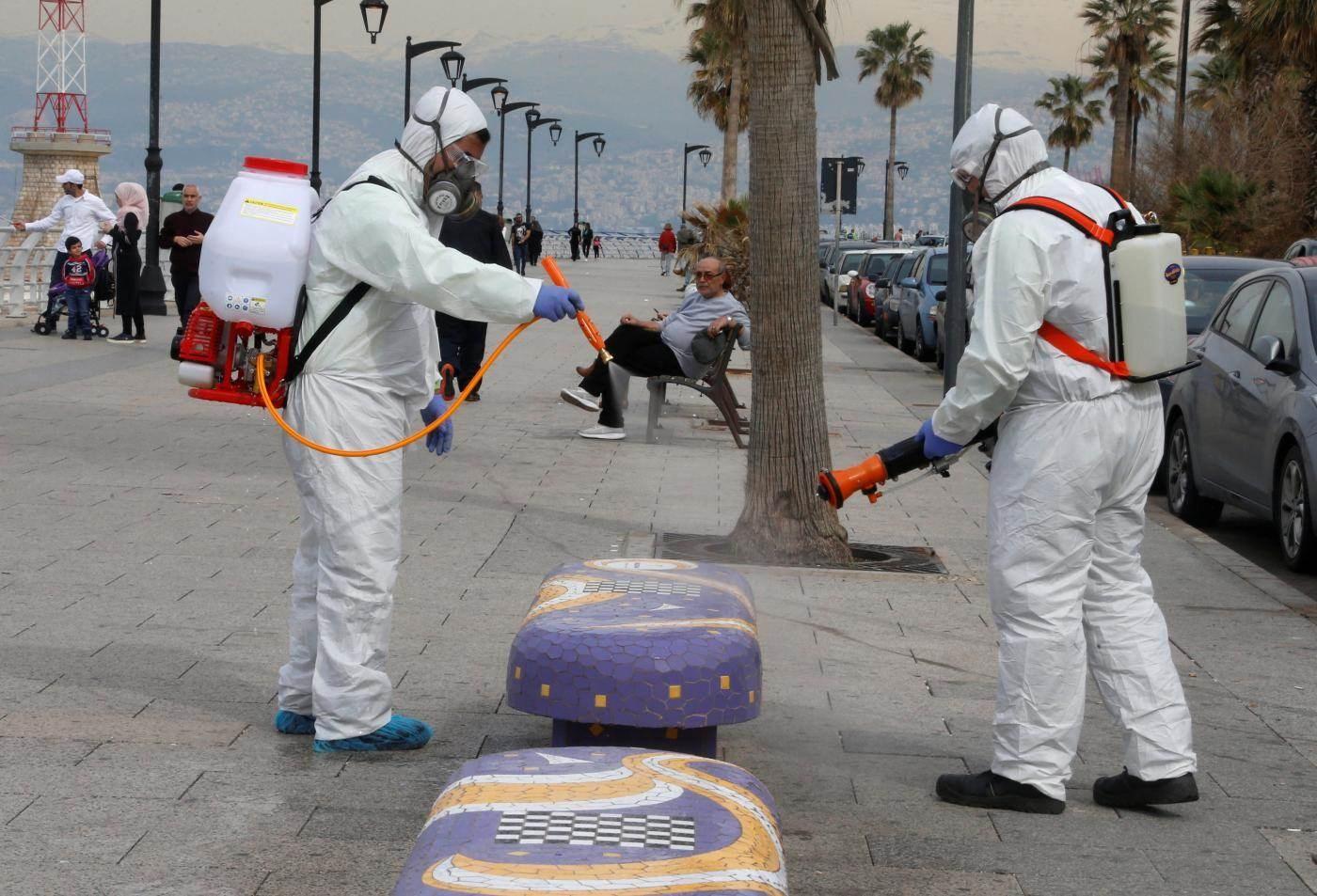 لبنان يفرض إجراءات وقائية مشددة بعد ارتفاع إصابات كورونا