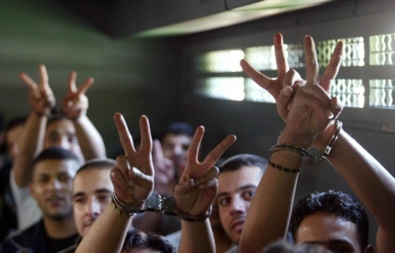 تمسّك فلسطيني بالحفاظ على مخصصات عائلات الأسرى