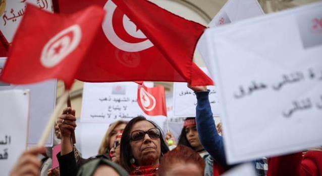تونس: انتقادات شديدة بسبب إجراءات حكومية في قطاع الإعلام