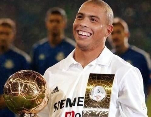 """""""الظاهرة"""" رونالدو: هؤلاء اللاعبون استحقّوا الكرة الذهبية"""