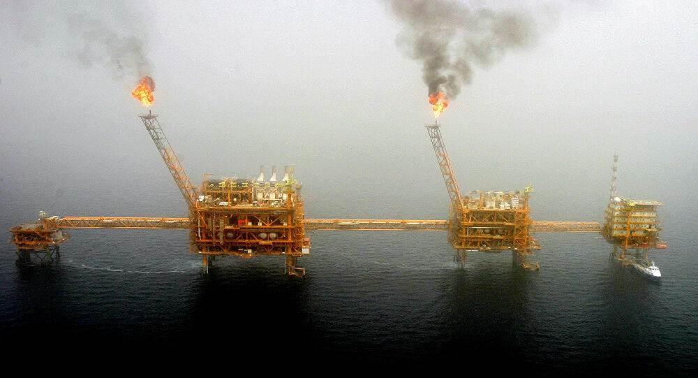 السعودية ودول خليجية ستخفض انتاجها النفطي الشهر المقبل