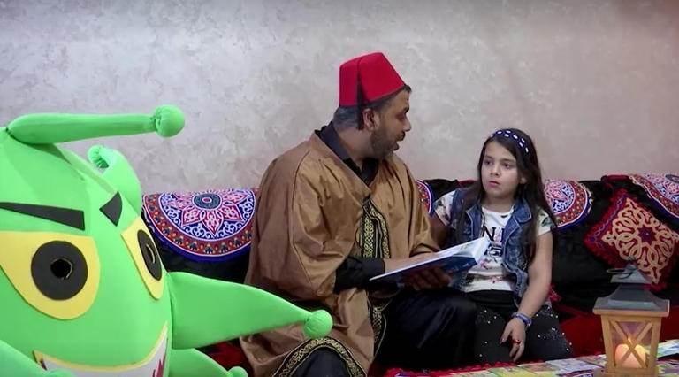 """في زمن """"كورونا"""".. حكواتي غزة يسلي الأطفال عبر الانترنت"""