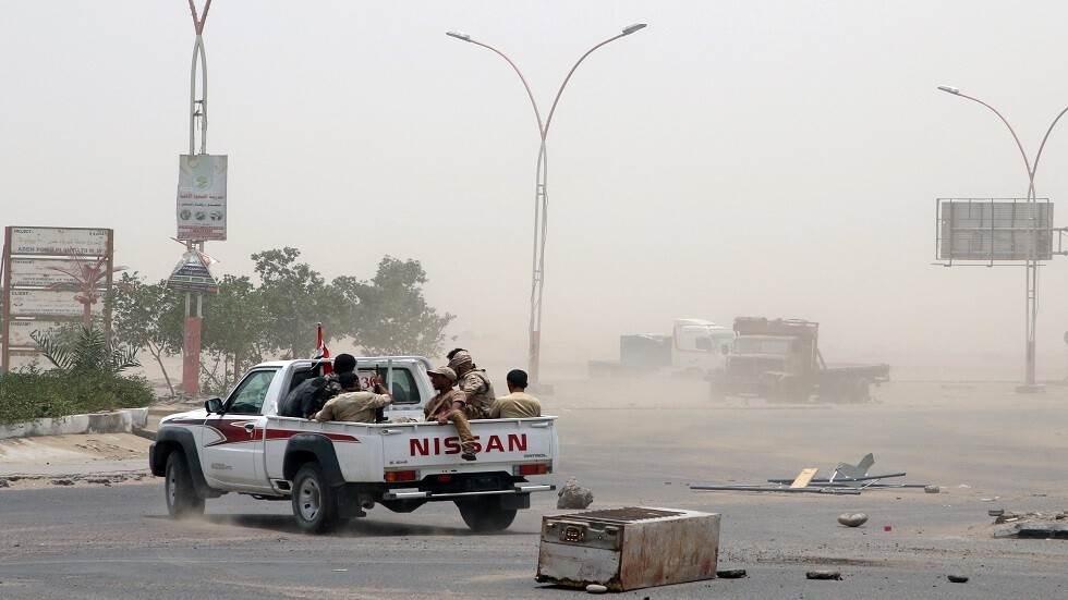 تجدد الاشتباكات في أبين.. والبخيتي: قوات هادي تتحكم بها دول أجنبية