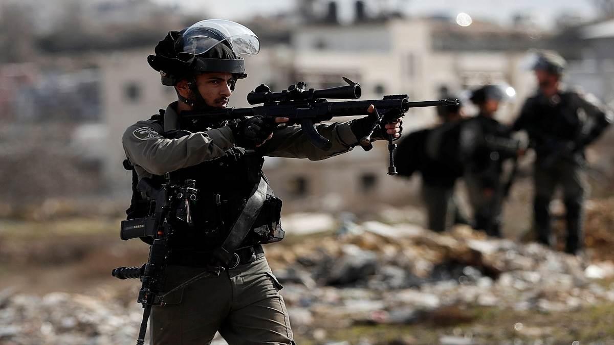 استشهاد فتى في الخليل ومداهمات للاحتلال في الضفة والقدس المحتلتين