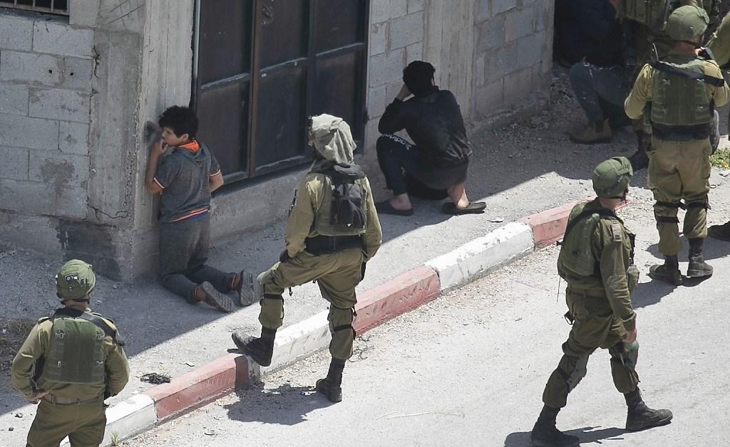 الاحتلال يعتقل فتاة وشقيقها بعد الاعتداء عليهما بالضرب في القدس المحتلة
