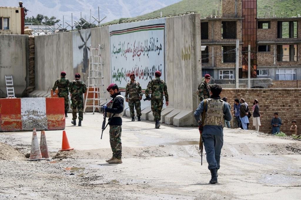 حركة طالبان تتبنى هجوماً عنيفاً على قاعدة للجيش الأفغاني