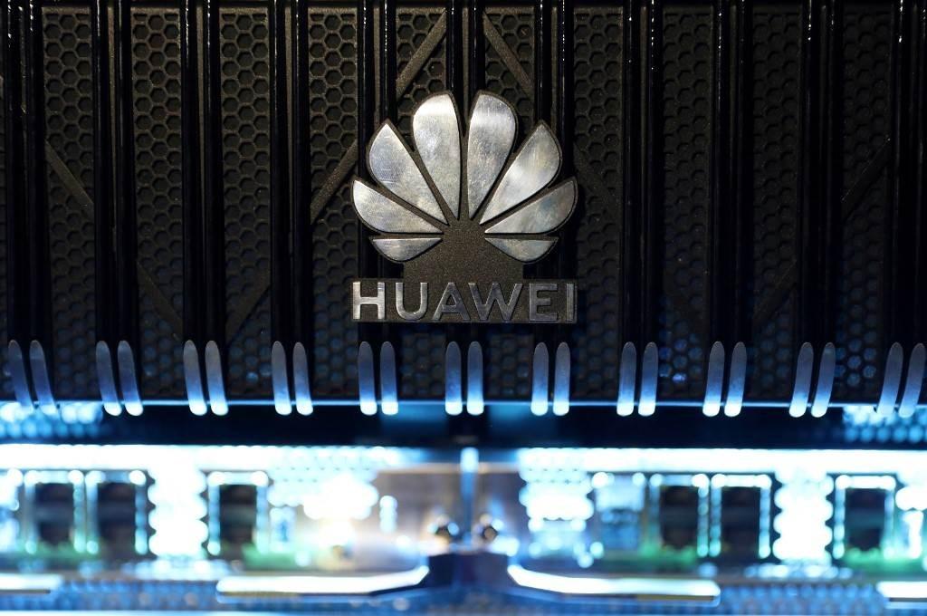 """بكين رداً على قرار أميركي جديد بحق """"هواوي"""": سندافع بحزم عن شركاتنا"""