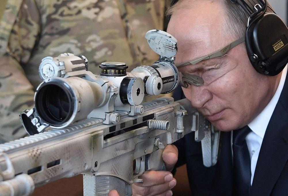 """بوتين: أسلحتنا """"لا نظير لها"""""""
