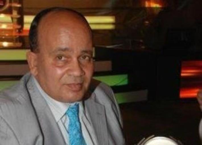 وفاة الشاعر الغنائي المصري نبيل خلف