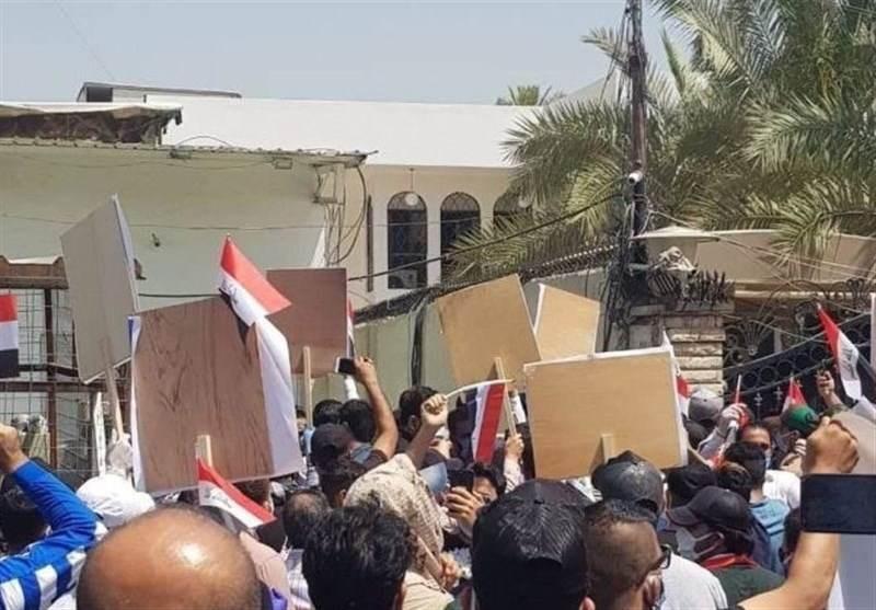 """متظاهرون يقتحمون مكتب قناة """"ام بي سي"""" في العراق"""