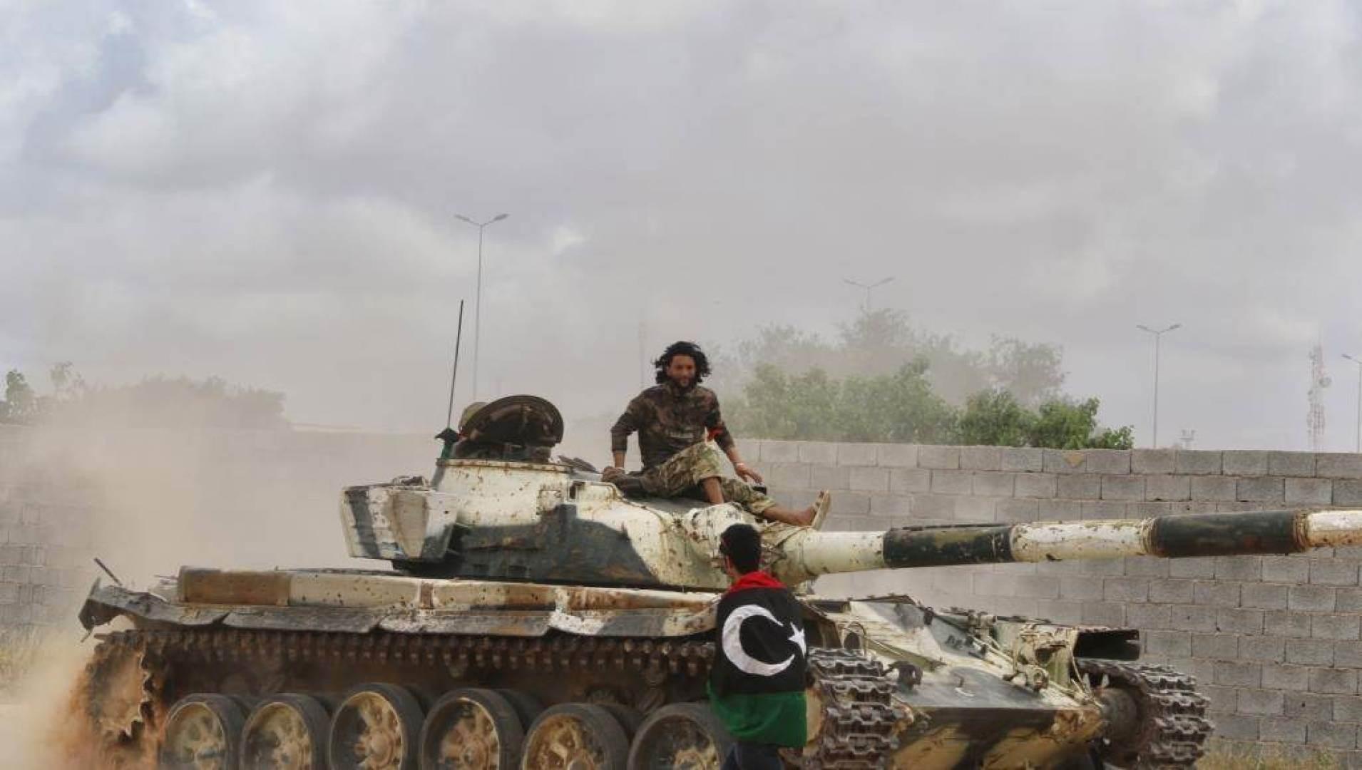 """قوات حفتر تتخلى عن أجزاء من طرابلس بعد خسارة """"الوطيّة"""""""