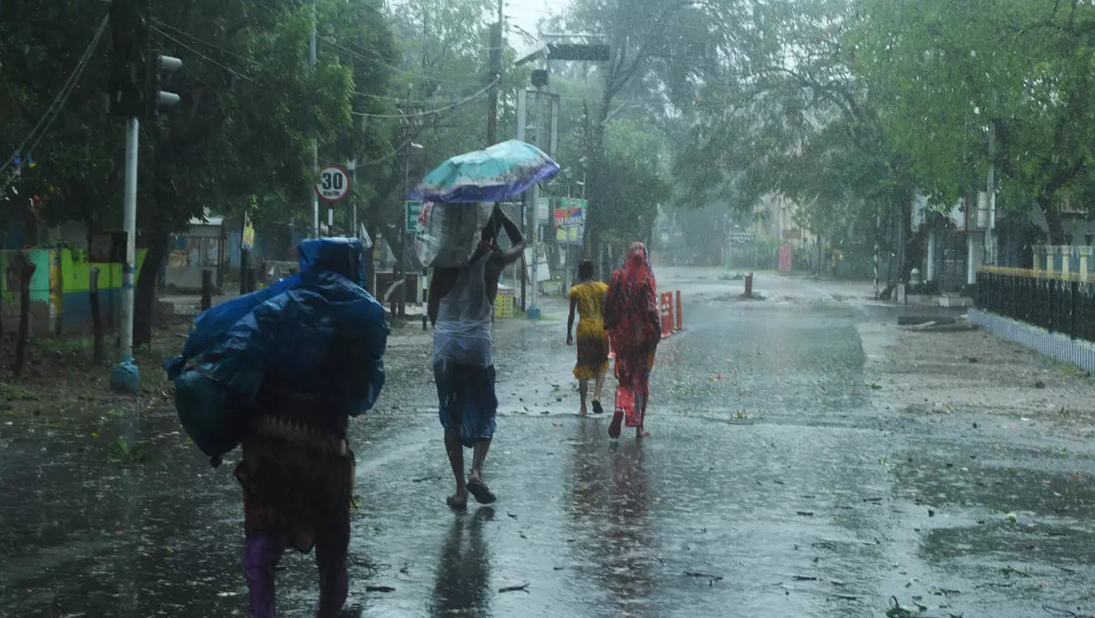 """إعصار """"أمبان"""" يخلف قتلى ودماراً كبيراً في الهند وبنغلادش"""