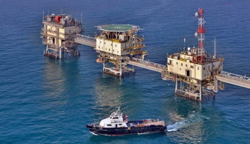 الكويت والسعودية تعلقان إنتاج النفط من حقلٍ مشترك