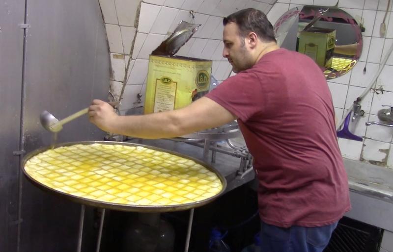 كربوج وكلاج وورد الشام: أشهى حلويات رمضان من طرابلس اللبنانية