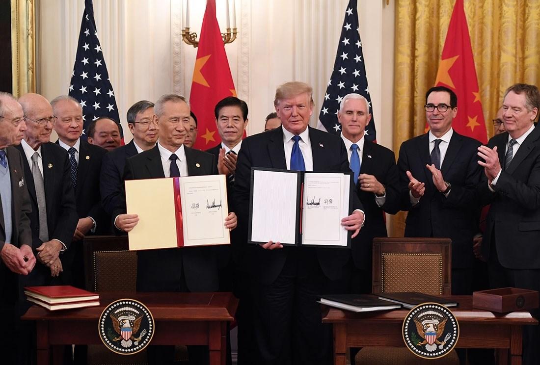 بكين مستعدة للعمل مع واشنطن لتنفيذ المرحلة الأولى من الصفقة التجارية
