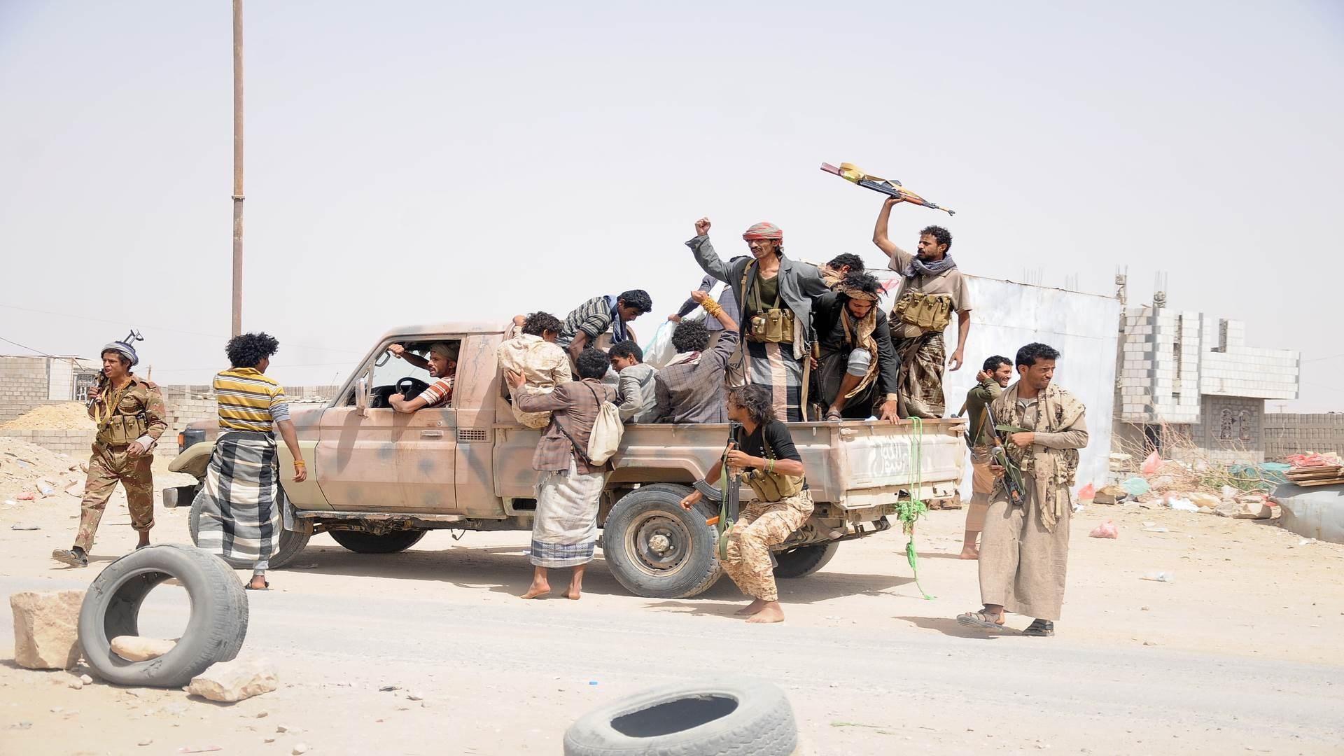 معارك عنيفة بين قوات حكومة صنعاء وقوات هادي في مأرب والجوف