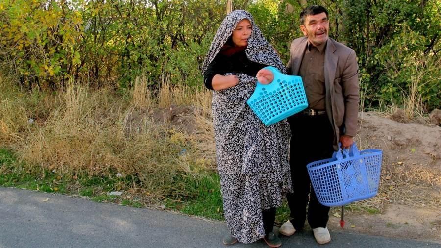 """هو """"يدها"""" وهي """"عينه"""".. فيلم إيراني يحصد الشهادة الفخرية في مهرجان كندي"""