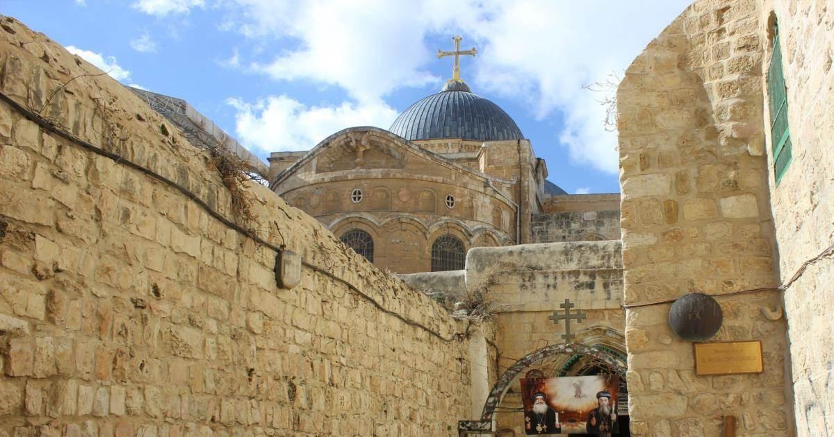 كنيسة القيامة في القدس تعيد فتح أبوابها بعد إغلاقها بسبب كورونا