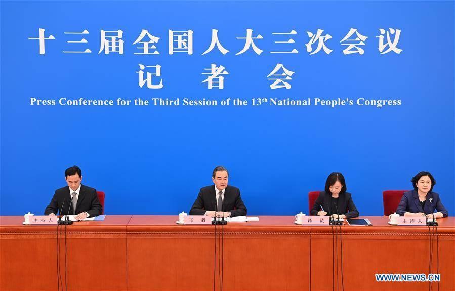 وزير الخارجية الصيني: بكين وواشنطن على حافة حرب باردة جديدة
