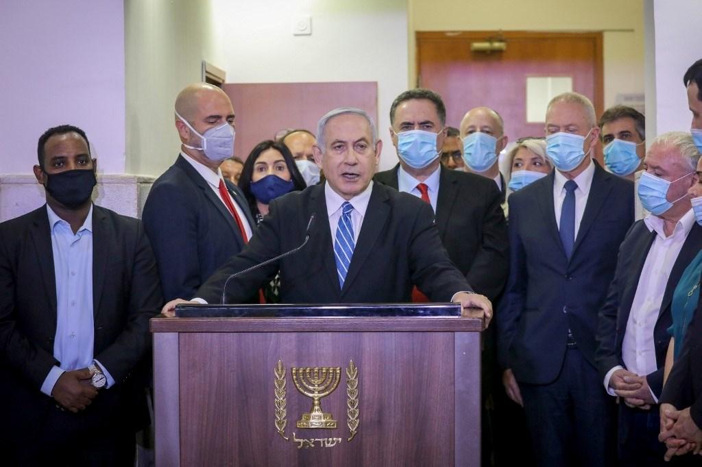 """""""رئيس وزراء الجريمة"""".. نتنياهو يخضع للمحاكمة في قضايا فساد"""