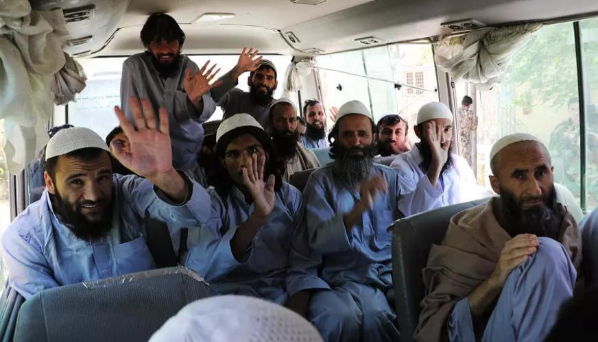 أفغانستان تطلق سراح 900 سجين من طالبان